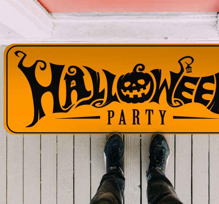 TenStickers. Tappeto in vinile per salone Zucca spaventosa. Un modo fantastico per ricevere i tuoi visitatori per la festa di halloween con questo tappeto in vinile per la festa di halloween con una zucca e diverse figure.