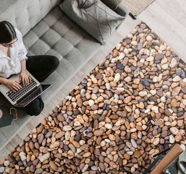 TenStickers. Dywan winylowy Maleńkie kamyki. Idealny sposób na udekorowanie domu kamieniami bez wydawania mnóstwa pieniędzy. Dywan winylowy z morskimi kamyczkami w kształcie prostokąta.