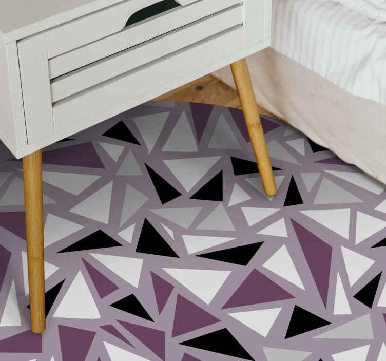 TenVinilo. Alfombra vinílica morada mosaico triángulos. Alfombra vinílica mosaico de color lila con triángulos geométricos. Es original, duradero y muy fácil de mantener ¡Descuentos disponibles!