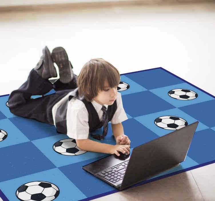 TenVinilo. Alfombra vinílica infantil azul de pelotas. Si tu hijo es un apasionado del fútbol, esta alfombra vinílica infantil de juego de cuadrados de fútbol es la mejor opción ¡Envío exprés!
