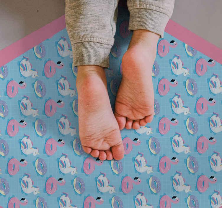 TenVinilo. Alfombra vinilo animales unicornios y flamencos. Una alfombra vinilo animales unicornio y flamencos única y bonita para colocar en la habitación de tus hijos. Producto antialérgico y antideslizante