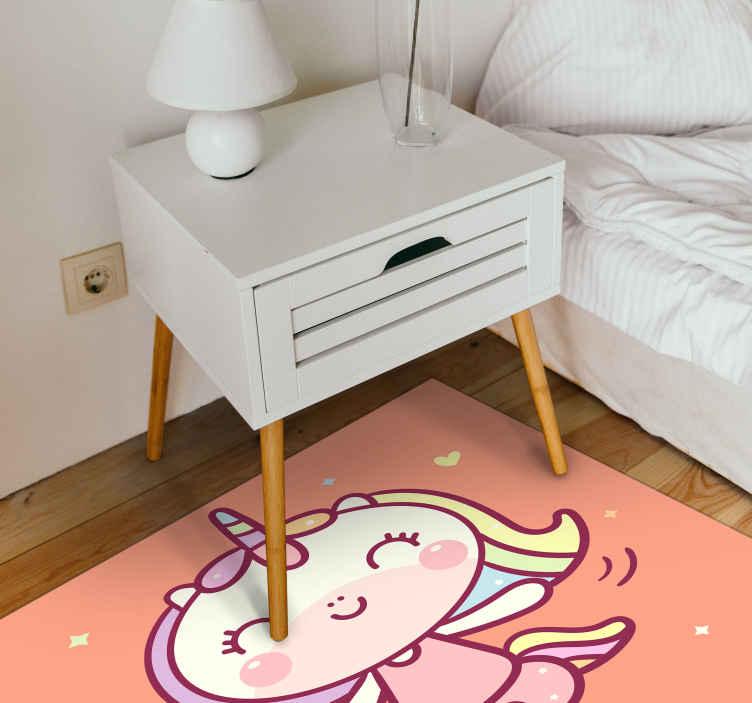 TenVinilo. Alfombra vinílica bebé unicornio bailando. Alfombra vinílica bebé de unicornio en un fondo naranja con pequeños corazones amarillos y estrellas para decorar la habitación de tu peque