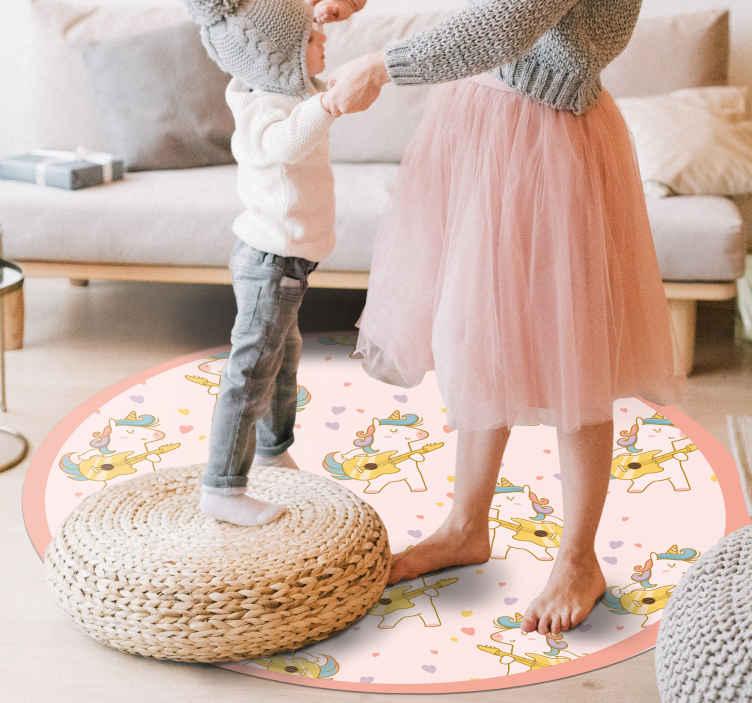 TenStickers. Unicórnio de rocha com tapete colorido de animal. Você vai adorar ter um produtotão original e colorido em casa! Todos os nossos tapetes são feitos para você! Entrega ao domicílio!