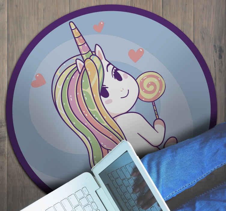 TenStickers. Anime unicorn hayvan mat. Tenstickers size çocuk odaları için çok orijinal vinil halılar sunuyor. Anime tek boynuzlu at vinil halıdaki bu şeker bir istisna değildir. Tek boynuzlu atı var.