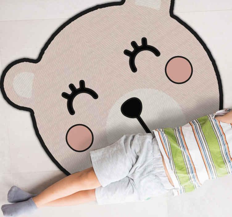 TenVinilo. Alfombra vinilo infantil oso de dibujo. Alfombra vinilo infantil con un lindo oso ideal para la habitación de tus hijos. Fácil de limpiar y almacenar. Elige medidas ¡Envío exprés!