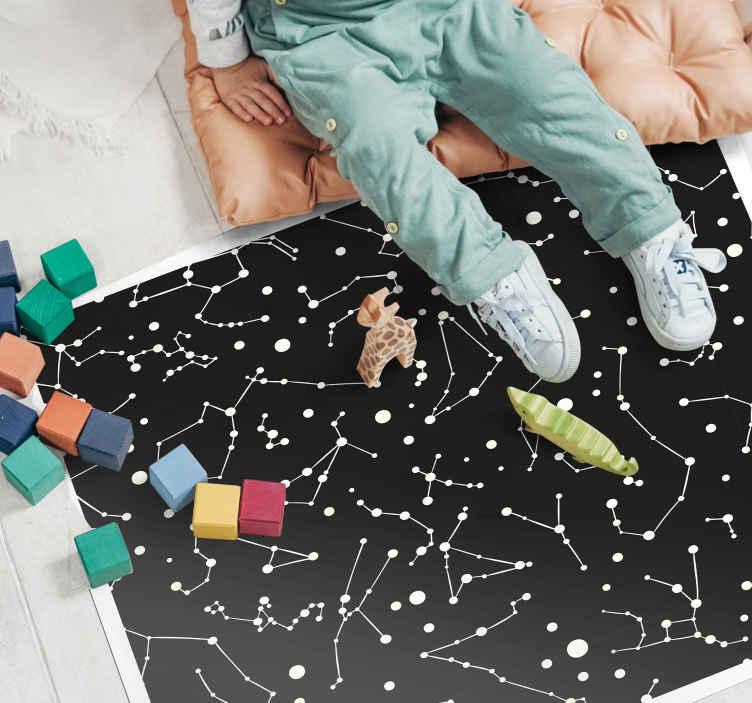 TenStickers. Siyah ve beyaz uzay çocuk vinil halı. Siyah ve beyaz takımyıldızları kare vinil halı. Bu ürünle çocuğunuzun harika görünmesini sağlayın. ön kapınıza teslim ettirin!