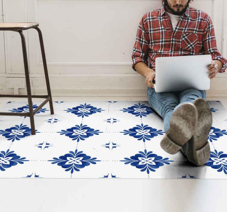 TenVinilo. Alfombras vinilo hidráulica azul y blanca. Una alfombra vinilo hidráulica con azulejos blancos y azules. Decora cualquier espacio de tu casa con este mosaico ¡Descuentos disponibles!
