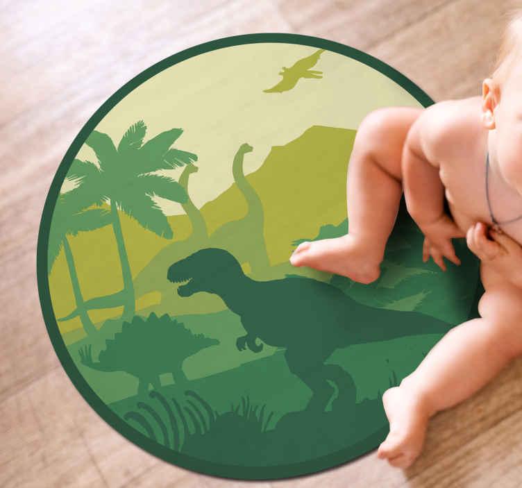 TenStickers. Silhueta de dinossauros em uma bela paisagem de tapete circular. Este tapete de vinil de animal de dinossauro deslumbrante é perfeito para Os nossos amantes pré-históricos! Com +10. 000 clientes satisfeitos, você pode confiar em nós.