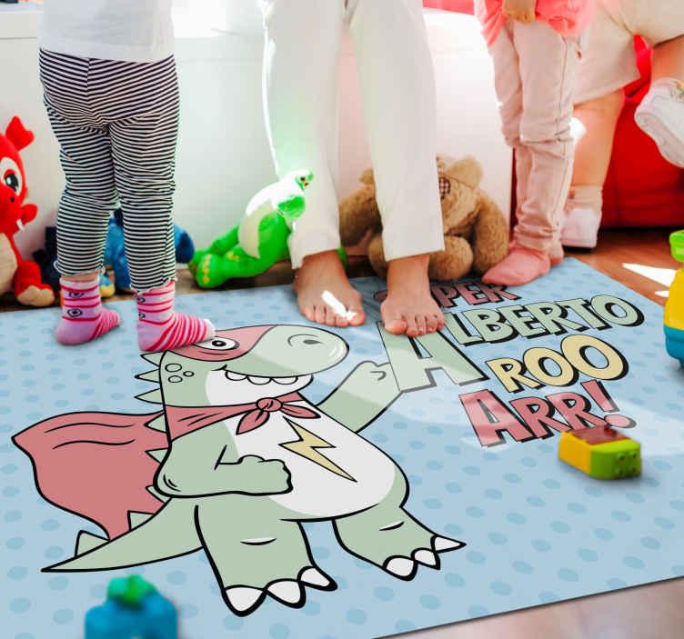 TenStickers. Vinylteppich mit Namen Super dinosaurier mit personalisiertem Nam. Eine niedliche cartoon-dinosaurier-vinylmatte, die Ihre kinder lieben werden! Melden Sie sich noch heute auf unserer Website an und erhalten sie 10% rabatt auf ihre erste bestellung.
