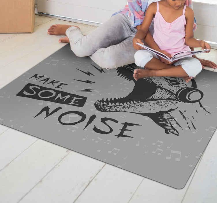 TenStickers. Vinyl vloerbedekking make some noise dinosaurus . Dit dinosaurus vinyl tapijt heeft een fascinerend design, dat niet alleen felle kleuren heeft, maar u ook een gevoel geeft voor de typische dinosaurus wereld.