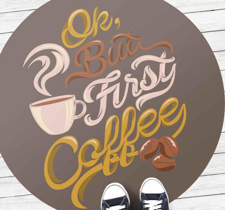 TenStickers. Ok primeiro café tapetes contemporâneos. Este tapete circular de vinil para café permite que você beba sua bebida favorita com estilo. Escolha o tamanho perfeito para sua casa hoje.