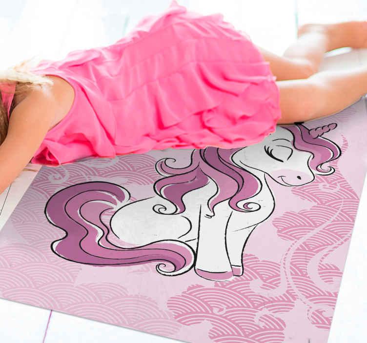 TenStickers. Dywan winylowy jednorożec skaczący po chmurach. Dekoracyjny dywan winylowy do pokoju dziecięcego z ilustracyjnym wzorem siedzącego jednorożca, jaki uroczy dywan winylowy do sypialni Twojego dziecka.