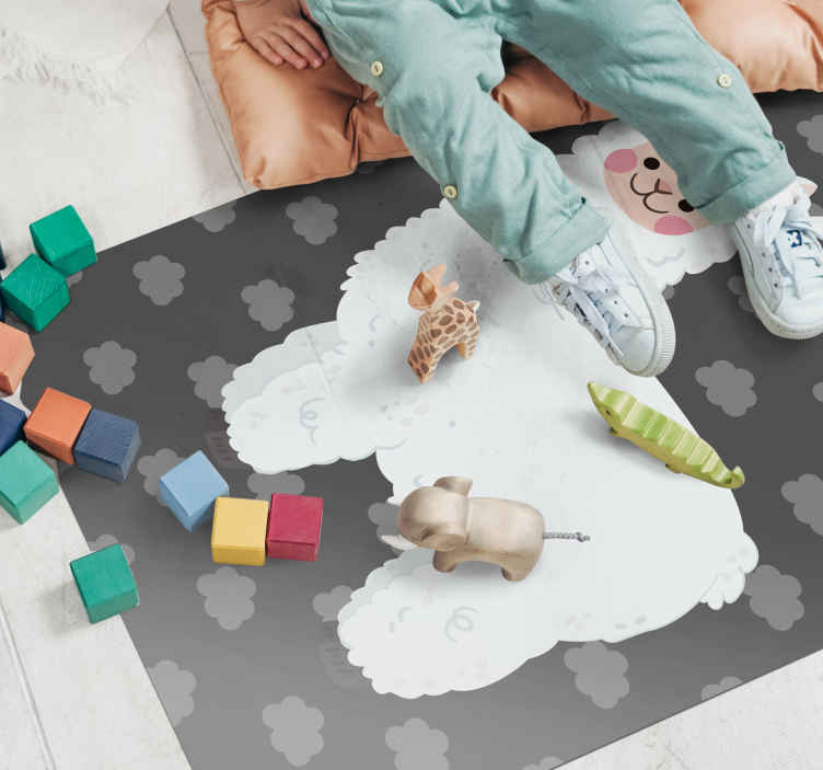 TenStickers. Covor de vinil pentru copii lama nordică gri. Decorați spațiul din camera copilului dvs. Cu covorul nostru original din vinil pentru copii lama nordică gri, pentru a-l înfrumuseța într-un mod minunat. Este original.