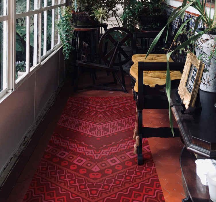 TenStickers. Dywan winylowy Czerwony etniczny wzór. Etniczne ciepłe odcienie etniczny dywan winylowy. Nadaje się do przedpokoju, salonu i innych przestrzeni. Jest łatwy w utrzymaniu i wykonana z najwyższej jakości winylu.
