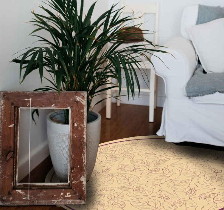 TenVinilo. Alfombra vinilo despacho flores vintage. Alfombra vinilo despacho que presenta un patrón de rosas sobre un fondo de color beige. Materiales de alta calidad utilizados.