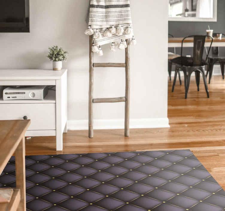 TenVinilo. Alfombra vinilo despacho efecto acolchado. Una alfombra de patrón acolchado en colores oscuros que simulan cojines puede darle a su oficina en casa un efecto grandioso y elegante