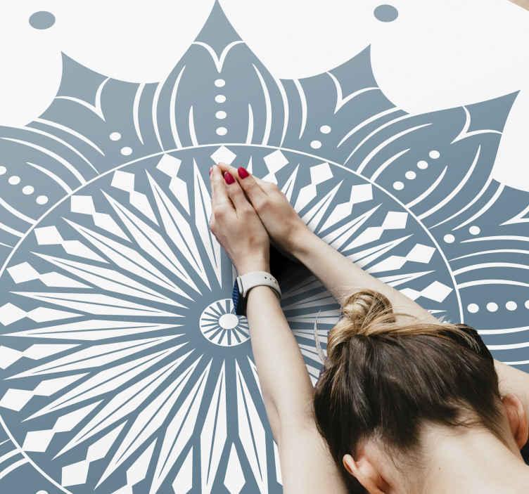 TenStickers. 绿松石曼陀罗曼荼罗垫. 完美的曼陀罗乙烯基地毯,可为您的空间带来宁静,舒缓和独特的外观。它易于维护且高度耐用。