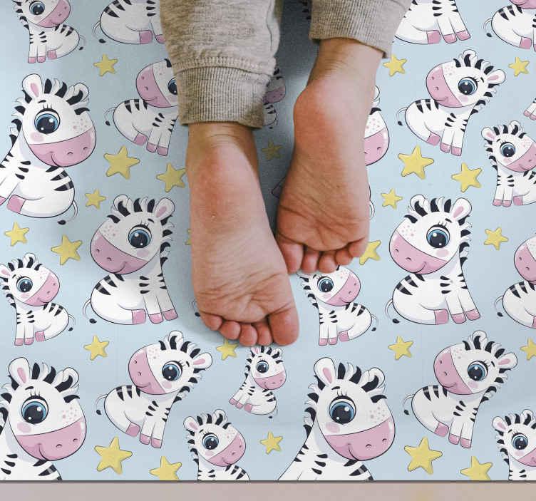 TenVinilo. Alfombra vinilo infantil cebra y estrellas. Una alfombra vinilo infantil de cebras y estrellas para decorar la habitación de tu bebé de una manera tan adorable. Antideslizante y antialérgica