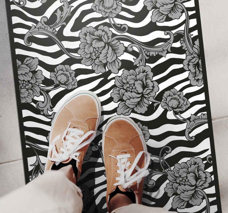 TENSTICKERS. ゼブラプリントと観賞用花フラワーラグ. 私たちのゼブラフローラルビニールラグで、退屈な古い床を今日アップグレードするのにふさわしいものにしてください。ほんの数日であなた自身の玄関口でそれを持ってください!