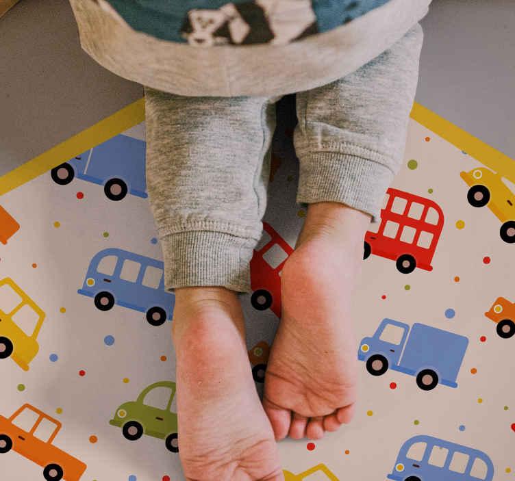 TenStickers. Tapete de vinil colorido de caminhão. Autocolante original de camiões coloridos com fundo claro e várias cores para dar um toque maravilhoso ao quarto do seu filho.