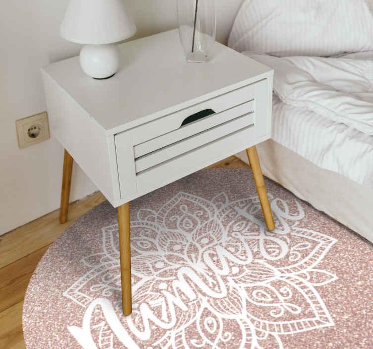 """TenVinilo. Alfombra vinilo mandala rosa namaste. Hermosa alfombra vinilo mandala con estampado rosa y diseño con el texto """"namaste"""". Adecuado para decorar cualquier lugar del hogar"""