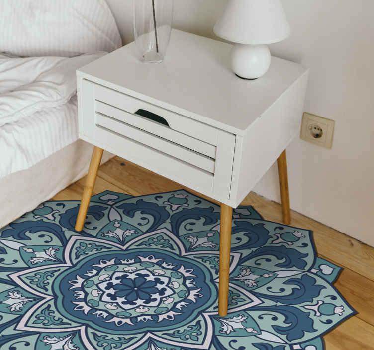 TenStickers. 蓝色曼陀罗乙烯基垫. 我们可爱的装饰图案曼陀罗蓝色乙烯基地毯为您的家带来东方风情和气氛。它是原始的,耐用的且易于清洁