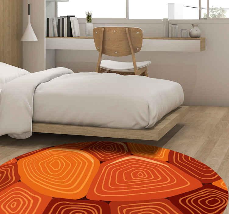 TenStickers. Tapete com estampa da casa da tartaruga. Tapete de vinil de fundo vermelho com padrões de casco de tartaruga. Você adoraria o efeito que o carpete redondo apresenta em seu espaço. Original e duradouro.