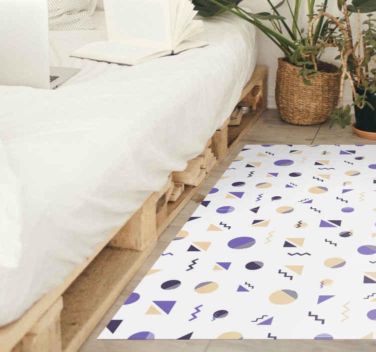 TenVinilo. Alfombra vinilo formas geométricas coloridas. Alfombra vinílica geométrica con muchas formas en detalles morados, amarillos y negros, sobre un fondo blanco, perfecta para colocar en tu habitación.