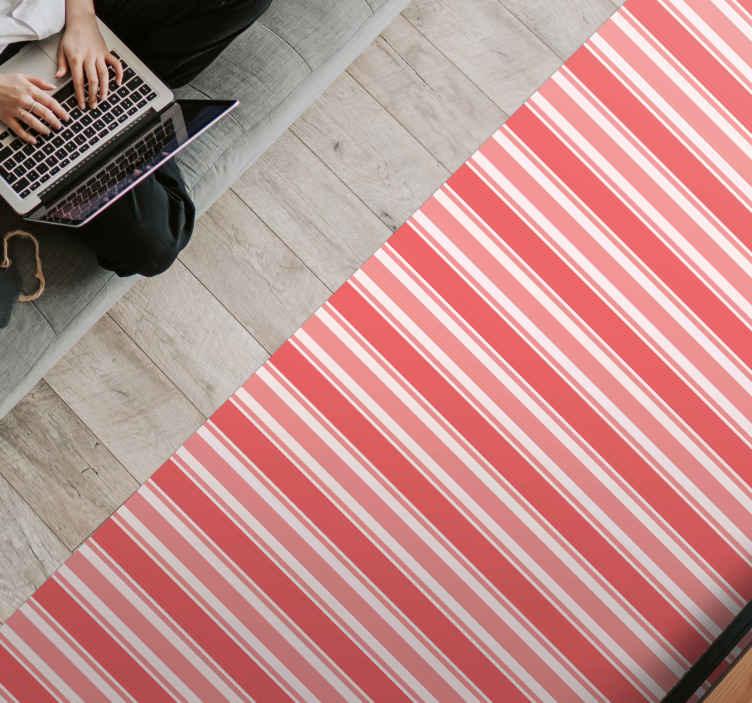 TenStickers. Tapete de vinil rosa com riscas de código de barras. Um tapete de vinil com padrão de riscas rosa e branco incrível para colocar em qualquer espaço de uma casa. Serve para um espaço comum e para área interior.