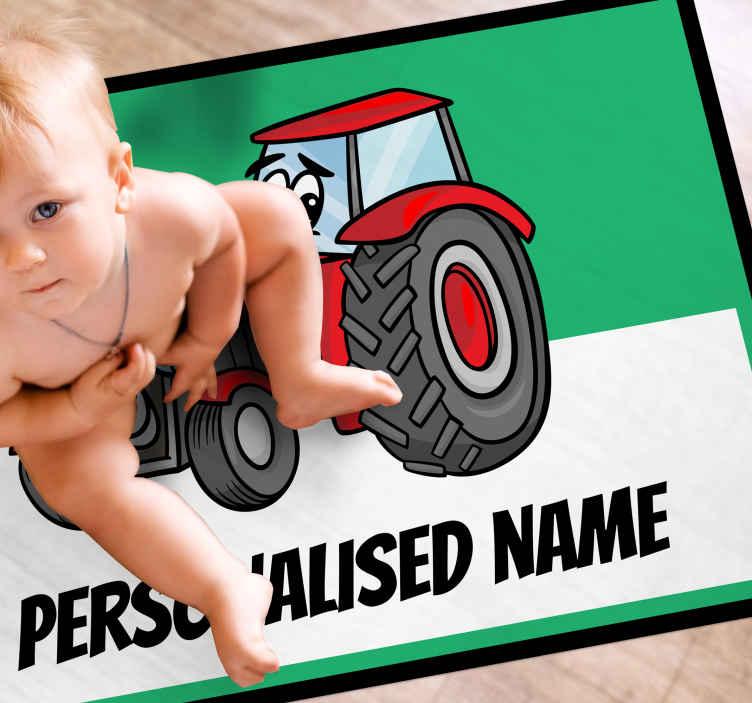 TenVinilo. Alfombra vinilo con nombre y tractor rojo. Hermosa alfombra vinilo con nombre de tractor rojo para dormitorio infantil. Puedes elegir el nombre y las medidas ¡Fácil de mantener!