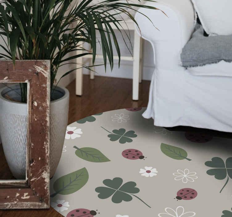 TenVinilo. Alfombra vinilo animales mariquitas y hojas. ¡Agrega estilo y tranquilidad a cualquier estancia con esta alfombra vinilo animales de mariquitas! Puede cualquier tamaño que necesite