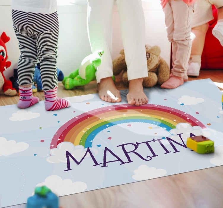 TenVinilo. Alfombra vinílica con nombre arcoíris estrellado. Alfombra vinilo con nombre personalizado para decorar la habitación de tu hijo. Diseño azul con arcoíris, estrellas y nubes ¡Envío exprés!