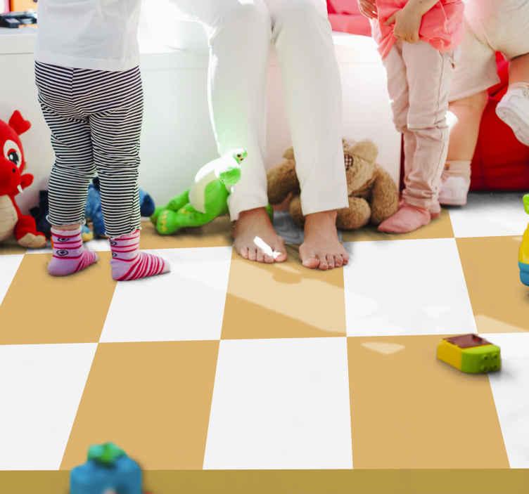 TenStickers. Tapetes geométricos de tabuleiro de xadrez amarelo. Este tapete xadrez lindo, mas simples, parece um tabuleiro de xadrez amarelo de sonho! O design é simples, mas eficaz, os quadrados são brancos e amarelos