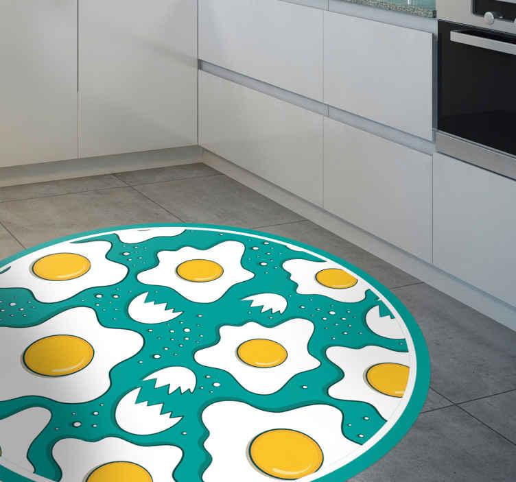 TenVinilo. Alfombra vinílica cocina patrón huevos fritos. Alfombra vinilo azul para suelo para amantes de los huevos. Ideal para decorar tu cocina. Elige las medidas ¡Envío exprés!