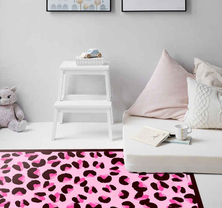 TenStickers. Tapete de leopardo rosa brilhante com estampa animal. Impossível não ver este tapete com estampa animal de leopardo rosa brilhante perfeito para decorar o seu quarto, sala ou escritório. Entrega ao domicílio!