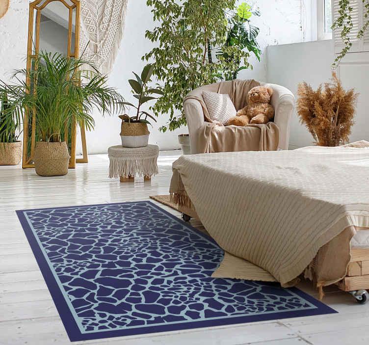TenStickers. Tapete azul estampa de girafa com estampa animal. Olhe para o nosso piso de vinil de quarto de girafa azul e pense em como a vida é abstrata. Compre agora e enviará para o local que nos indicar!