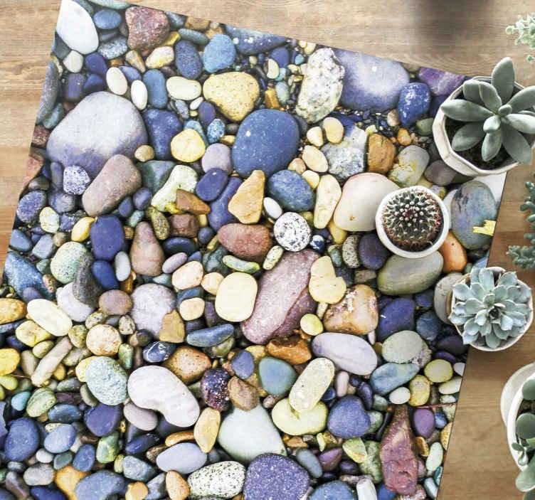 TenStickers. Pequenas pedras do mar piso de pedra. Desfrute da natureza do mar com este vistoso tapete em vinil retangular de vinil. Compre agora online! Fácil de limpar! Entrega ao domicílio! Agora está ao seu alcance