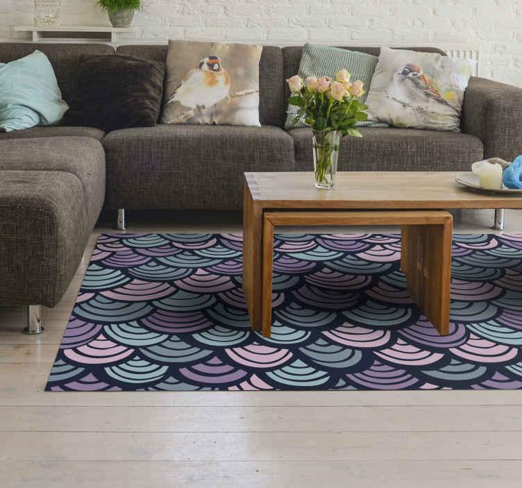 TenVinilo. Alfombra vinílica mosaico de escamas. Alfombra vinílica mosaico con dibujos para agregar un aspecto encantador a su hogar u oficina. Diseño efecto escamas azules.