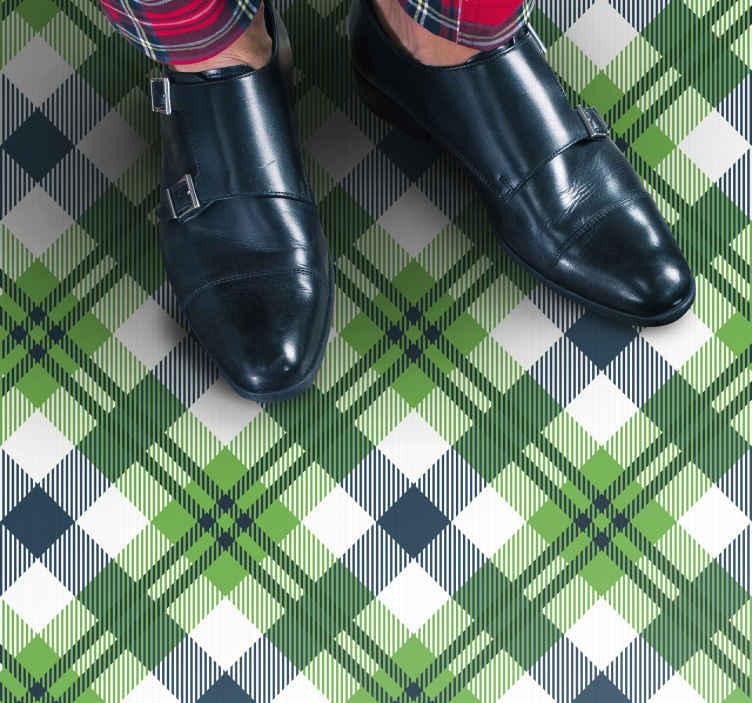 TenVinilo. Alfombra vinilo vintage tartán escocés. ¡Traiga un ambiente escocés a su casa con esta alfombra vinilo vintage con patrón de tartán verde! Elige medidas ¡Descuentos disponibles!
