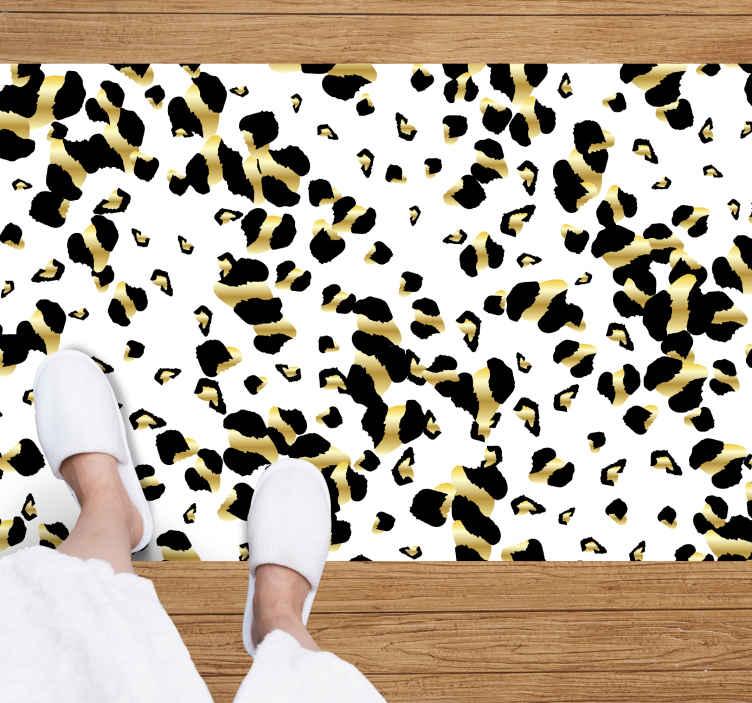 TenVinilo. Alfombra vinilo animal print trazos leopardo. Increíble alfombra vinilo animal print con trazos de piel de leopardo sobre un fondo blanco. Elige tus medidas ¡Descuentos disponibles!