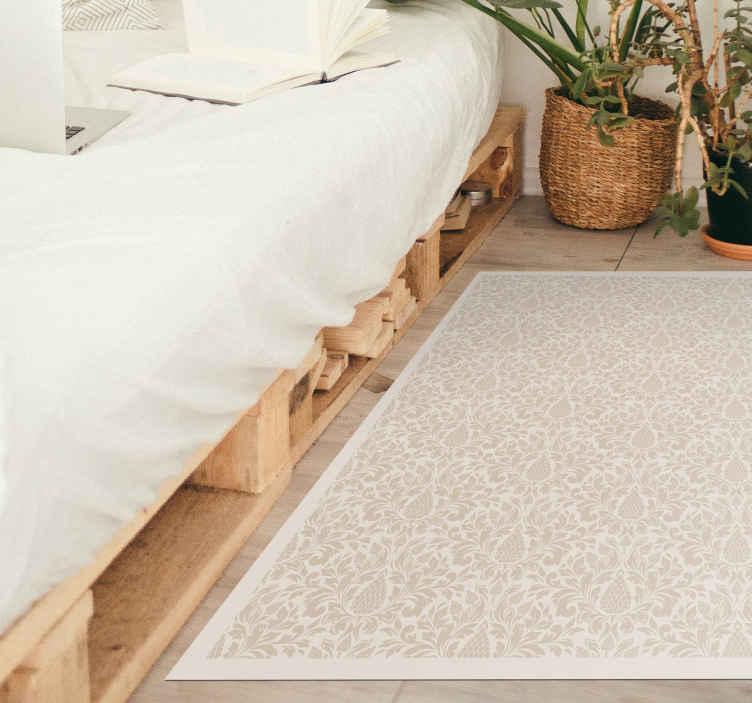 TenStickers. Archibald alan kilim mozaik vinil döşeme. Süs çiçeklerinin bej detaylarıyla beyaz tasarıma sahip orijinal vinil halı, bu tasarım yatak odanız, oturma odanız veya herhangi bir alan için idealdir.