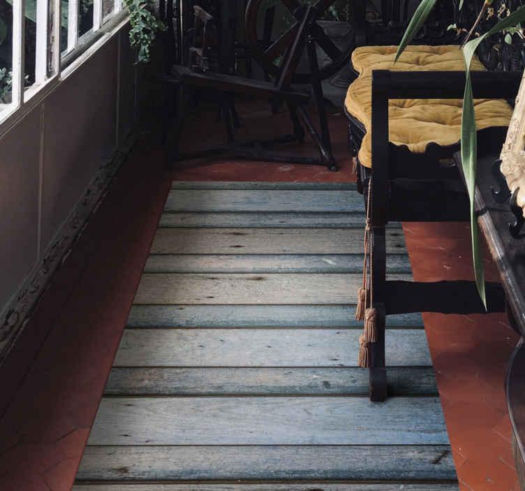 TenVinilo. Alfombra vinilo madera tablones azulados. Alfombra vinilo madera con tablones azulados para que decores tu suelo con un diseño original y duradero ¡Elige las medidas que deseas!