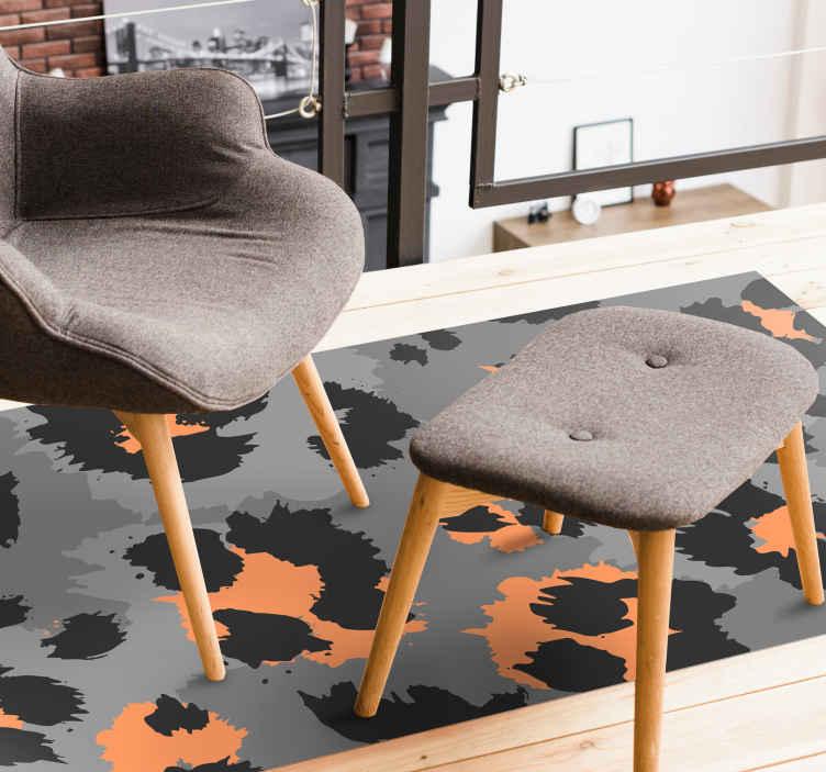 TenVinilo. Alfombra vinilo animal print leopardo gris. ¿Quieres decorar muy bien tu casa? Entonces esta alfombra vinilo animal print gris de estilo moderna será ideal ¡Descuentos disponibles!