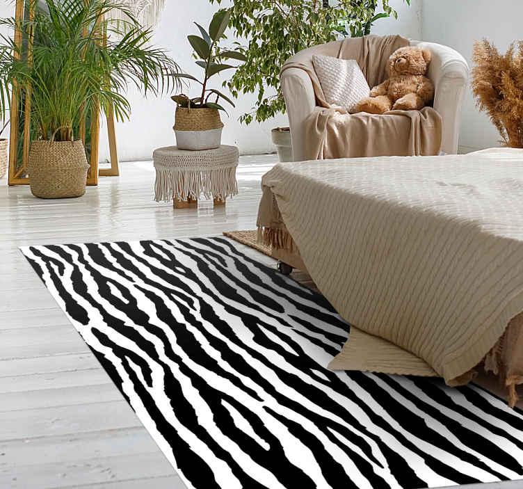TenStickers. Zebra çizgili hayvan baskı halı. Evinize veya ofisinize şıklık katmak için zebra çizgili hayvan desenli vinil halı. Kaliteli, temizlenmesi kolay ve dayanıklıdır.