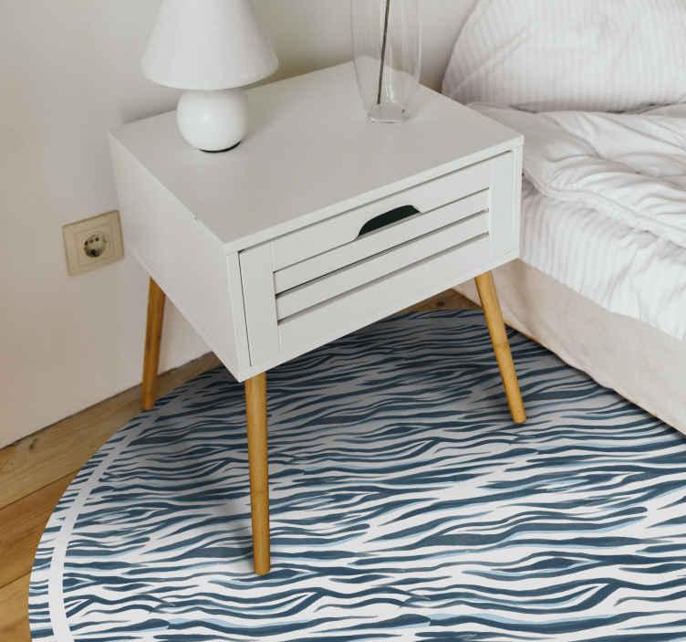 TenVinilo. Alfombra vinilo animal print rayas azules. Decora tu hogar con nuestra alfombra vinilo animal print de rayas azules de alta calidad en forma redonda ¡Descuentos disponibles!