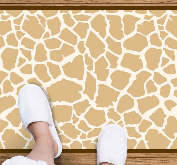 TenVinilo. Alfombra vinilo rectangular de jirafa. Preciosa alfombra vinilo rectangular con estampado de jirafa para la decoración del lugar de su hogar y oficina ¡Envío exprés a domicilio!