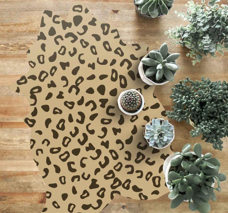 TenVinilo. Alfombra vinílica animal print imitación leopardo. Esta alfombra vinilo animal print leopardo se adapta a todos los espacios de tu casa ¡Da a tu casa un aire fresco con este increíble diseño!