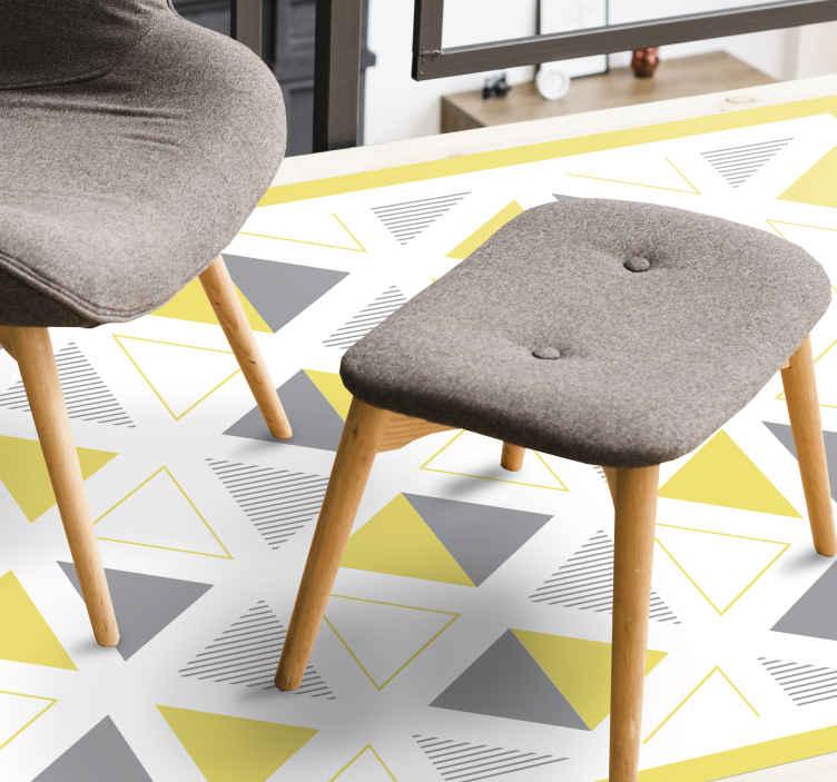 TenVinilo. Alfombra vinilo nórdica triángulos pantone. Preciosa alfombra vinilo nórdica con patrón de azulejos: su diseño está hecho en color gris, amarillo y blanco, esto se vería tan bien en su casa.