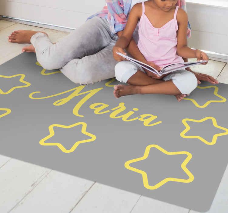 TenVinilo. Alfombra vinilo con nombre estrellas pantone. Hermosa alfombra vinilo con nombre que se puede decorar en el dormitorio de los niños. Diseño lleno de estrellas ¡Medidas a elegir!