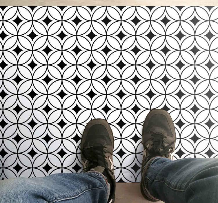 TenStickers. Dywan winylowy do biura Efekt czarnej płytki . Ten dywan winylowy z efektem kafelków jest oparty na białym tle z małymi czarnymi kwadratami pośrodku otoczonymi cienkimi czarnymi obwódkami!